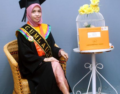 MAHASISWA PBSI RAIH PENGHARGAAN LULUSAN TERBAIK FKIP 2020
